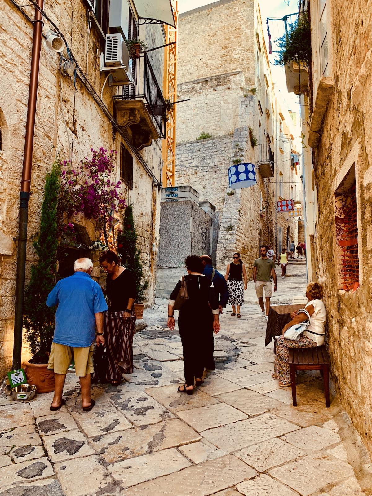 Il Borgo delle Meraviglie: nei vicoli di Bisceglie risuona la musica di Ennio Morricone