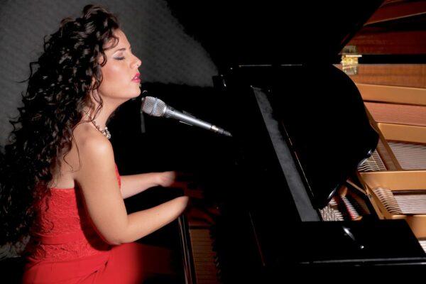 """Sabrina Schiralli pubblica il suo nuovo singolo """"Dedicato a te"""""""