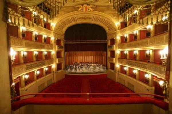 Bari, dieci appuntamenti al Piccinni. Il Teatro va in tv